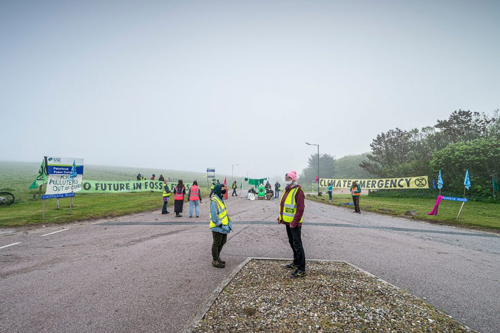 Peterhead Power Station: activists block road with banners, gas canisters and green washing machine